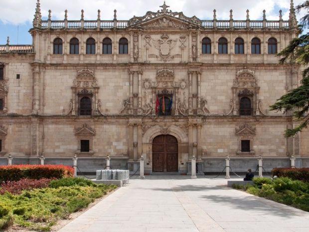 fachada alcala de henares universidad