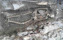 esqueleto imperio romano metro piramide roma