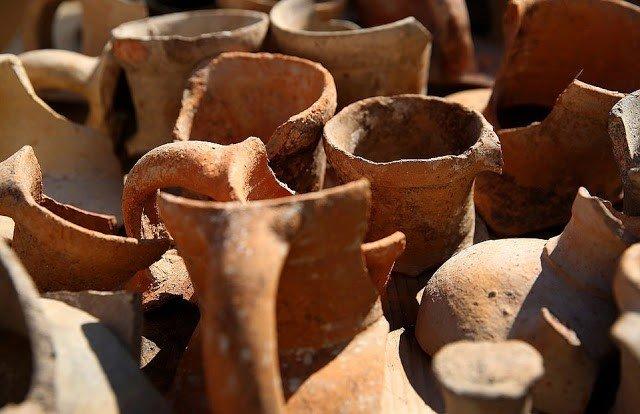 recipientes ceramica antigua ciudad griega tenea