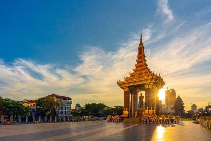 estatua Norodom Sihanouk phnom pnh