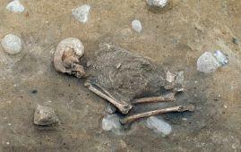 esqueleto mujer encontrado 2000 años