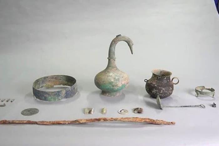 objetos tumba china 2000 años