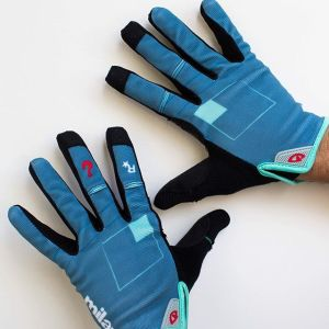 The Red Hook Criterium Milano No.7 x Giro DND gloves are finally in stock and ready to ship in our online shop Perfect for fall riding Design by @jonahbirns shop.redhookcrit.com