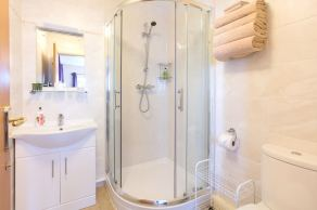Suite 2 en-suite shower room