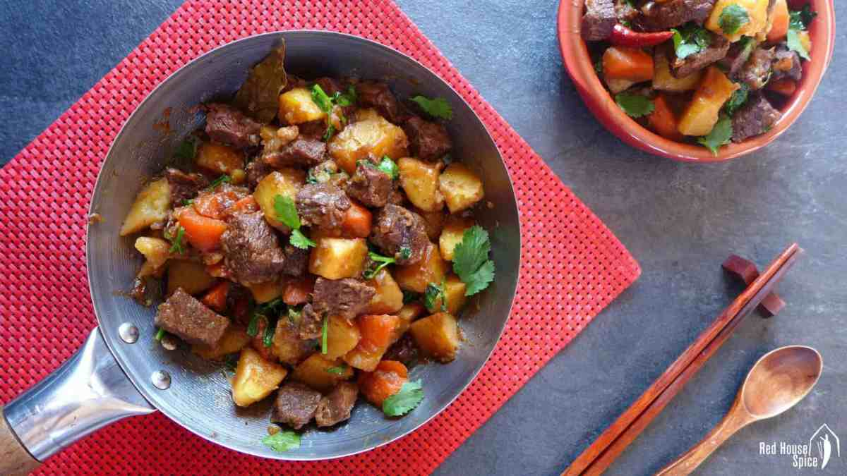 Chinese spiced beef and potato stew (土豆炖牛肉)
