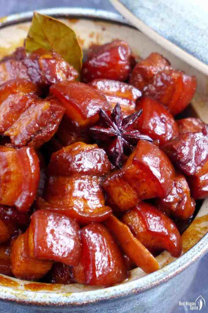 Braised pork belly cubes with spices