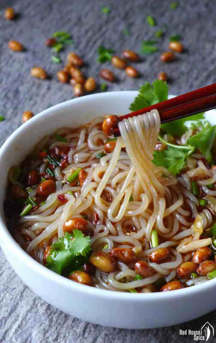 Slippery noodles in a tangy soup, hot and sour glass noodle soup is irresistible but easy to prepare. A classic Chinese dish you ought to try.