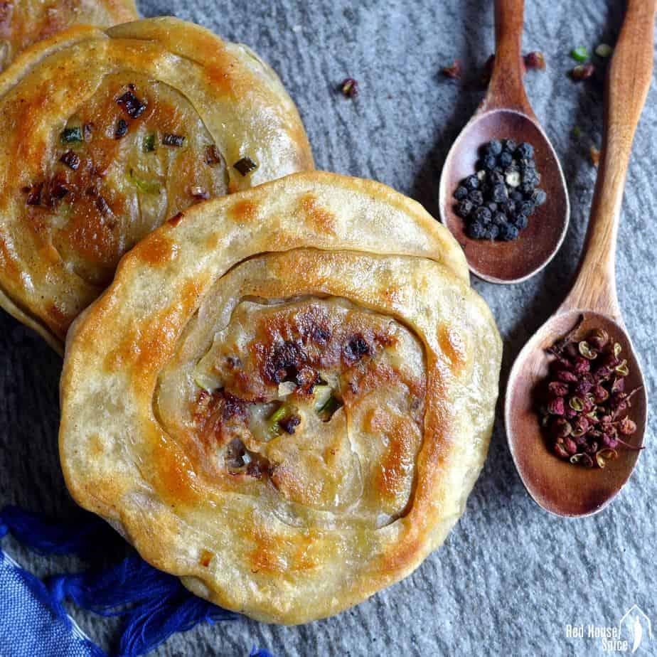 Spiced beef flatbread (香酥牛肉饼)