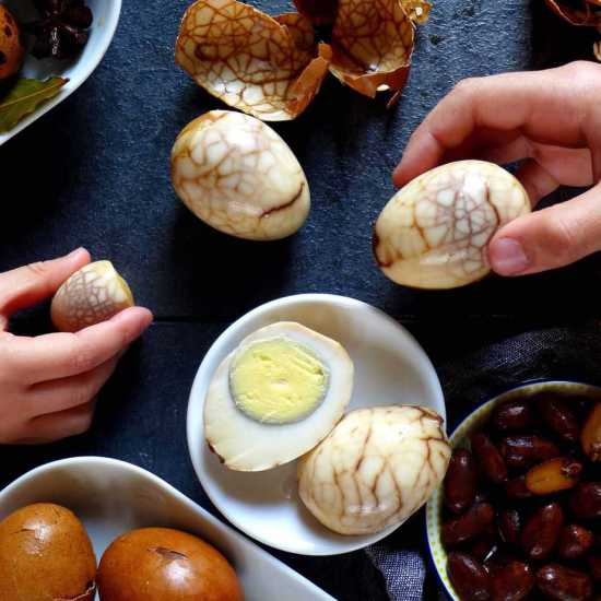 Probably the best way to enjoy hard boiled eggs! Chinese tea eggs are packed with flavour and have a beautiful marble look. Recipe in two versions provided.