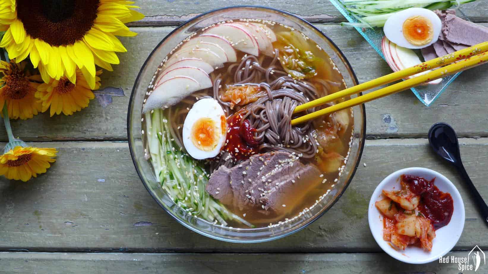 Cold soba noodles in beef broth (延吉冷面)