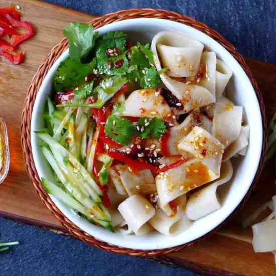 Springy noodles seasoned with a tangy, spicy, savoury sauce, Liang Pi (Cold skin noodles) is one of the most popular street foods in the north-west of China.