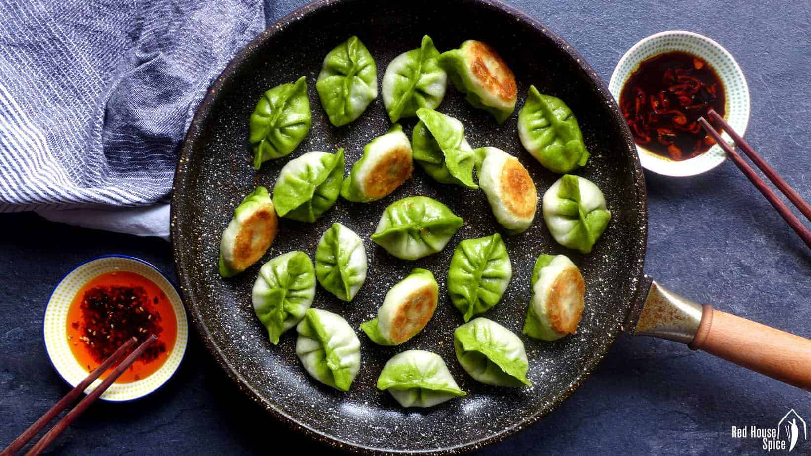 Pan-fried vegetarian dumplings / potstickers (素煎饺)