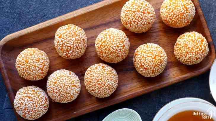 Sesame balls, the sweet potato version (红薯煎堆)
