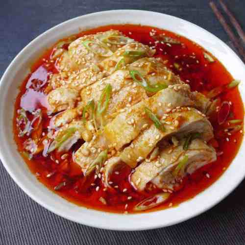 A plate of Sichuan style mouth-watering chicken. Looks super appetizing.