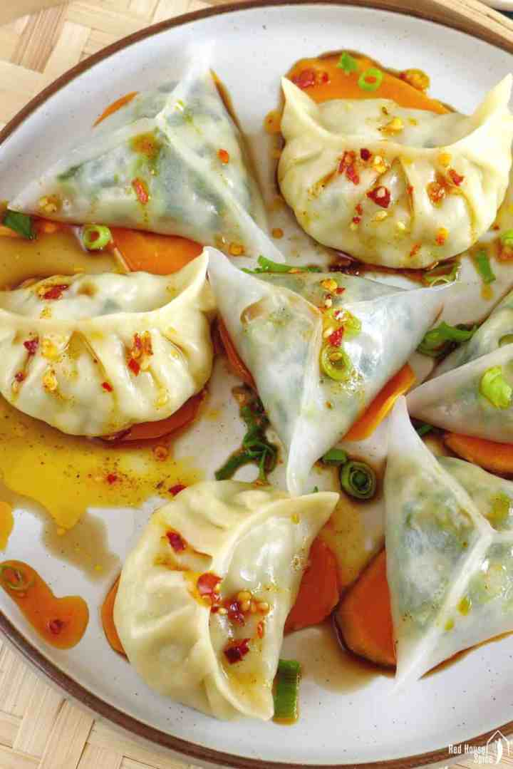 Steamed dumplings with chili oil