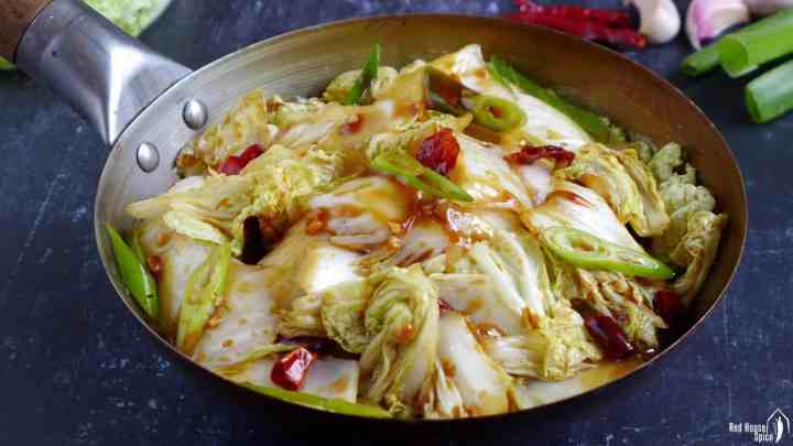Stir-fried napa cabbage with dried chilli and a thick sauce