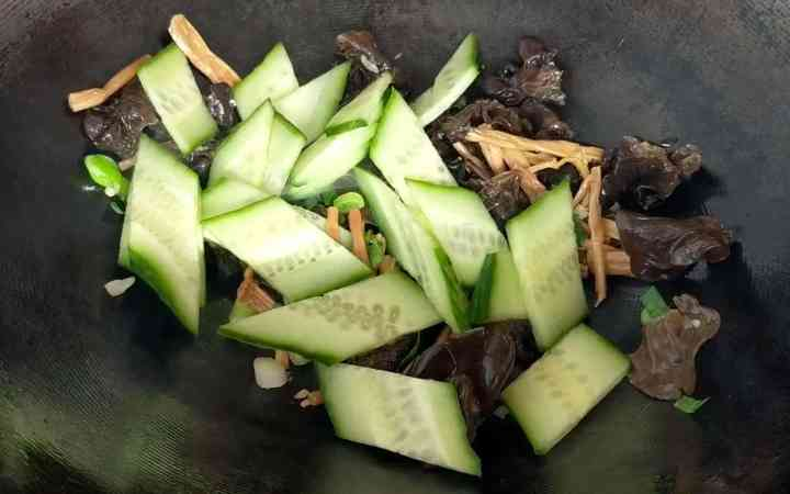 frying cucumber, wood ear mushroom and lily buds