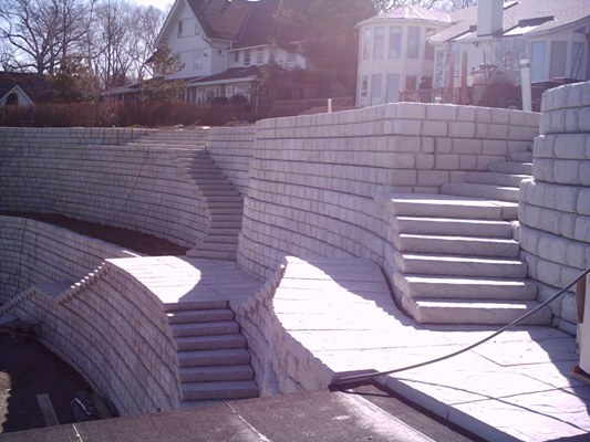 Redi-Rock_Cobblestone_Retaining_Walls_with_steps