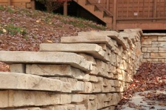 Redi-Scapes_retaining_walls-with_caps