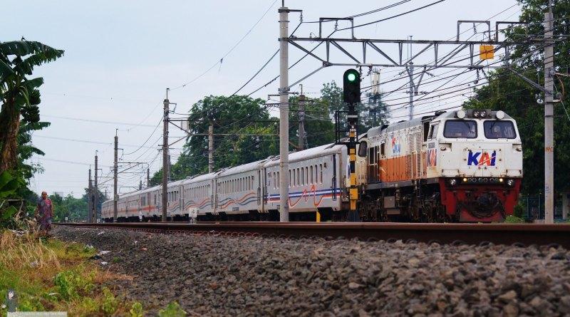 KA Anjasmoro yang serupa dengan KA Bangunkarta baru