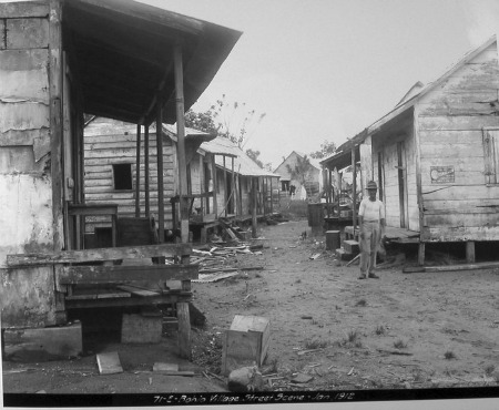Street Scene (NAID 535444)
