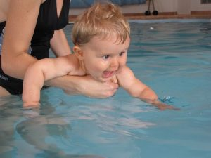 thame, baby swimming classes, toddler swimming classes, toddler swim session didcot, tots waterworld didcot wave pool
