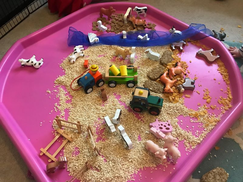 farmyard tuff tray, tuff tray ideas