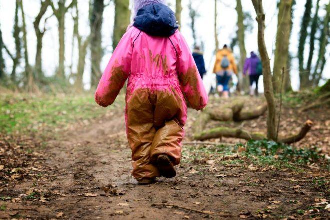 muddy feet forest school, forest school buckinghamshire, forest school evenley woods