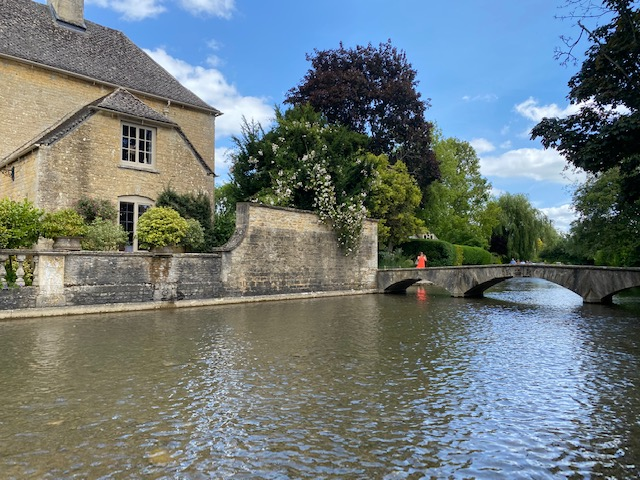 Bourton on the Water paddling, paddling with kids Gloucestershire, paddling with kids oxfordshire, paddling with kids Cotswolds