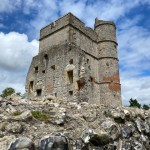 Donnington Castle, days out with kids Newbury, family walk newbury, walks with kids newbury
