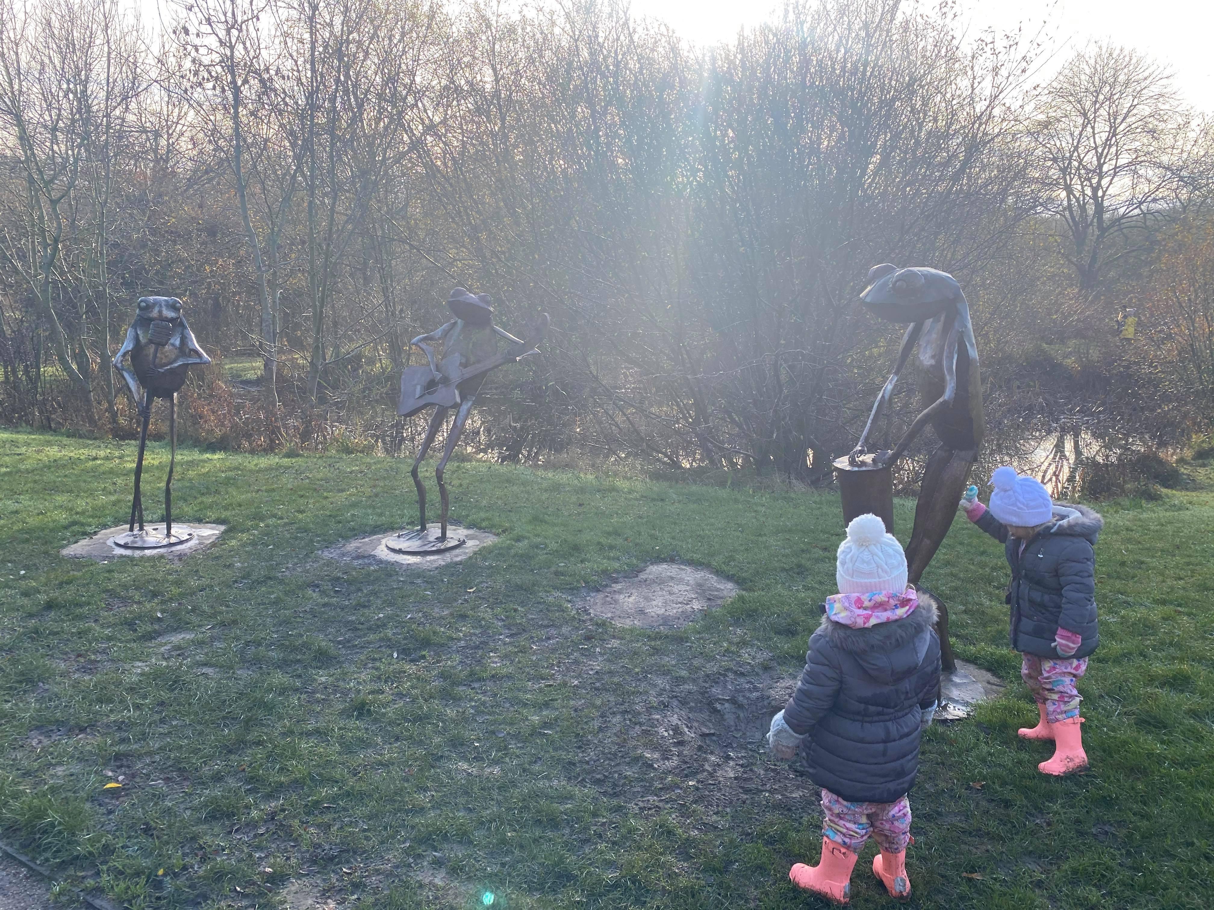 met frog sculptures, Milton keynes blogger