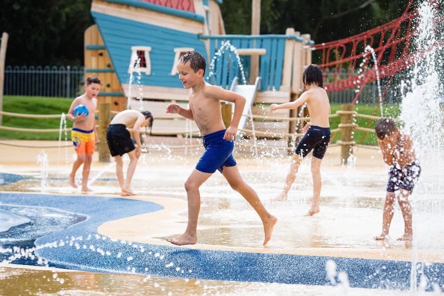 welwyn garden city splash park, splashlands welwyn garden