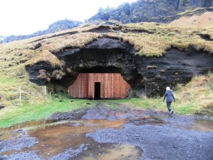 70-steinahellir-cave