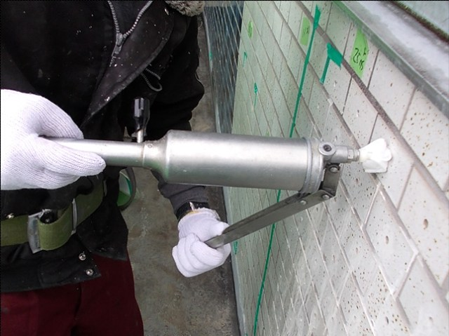 注入口付アンカーピンニングエポキシ樹脂タイル固定工法