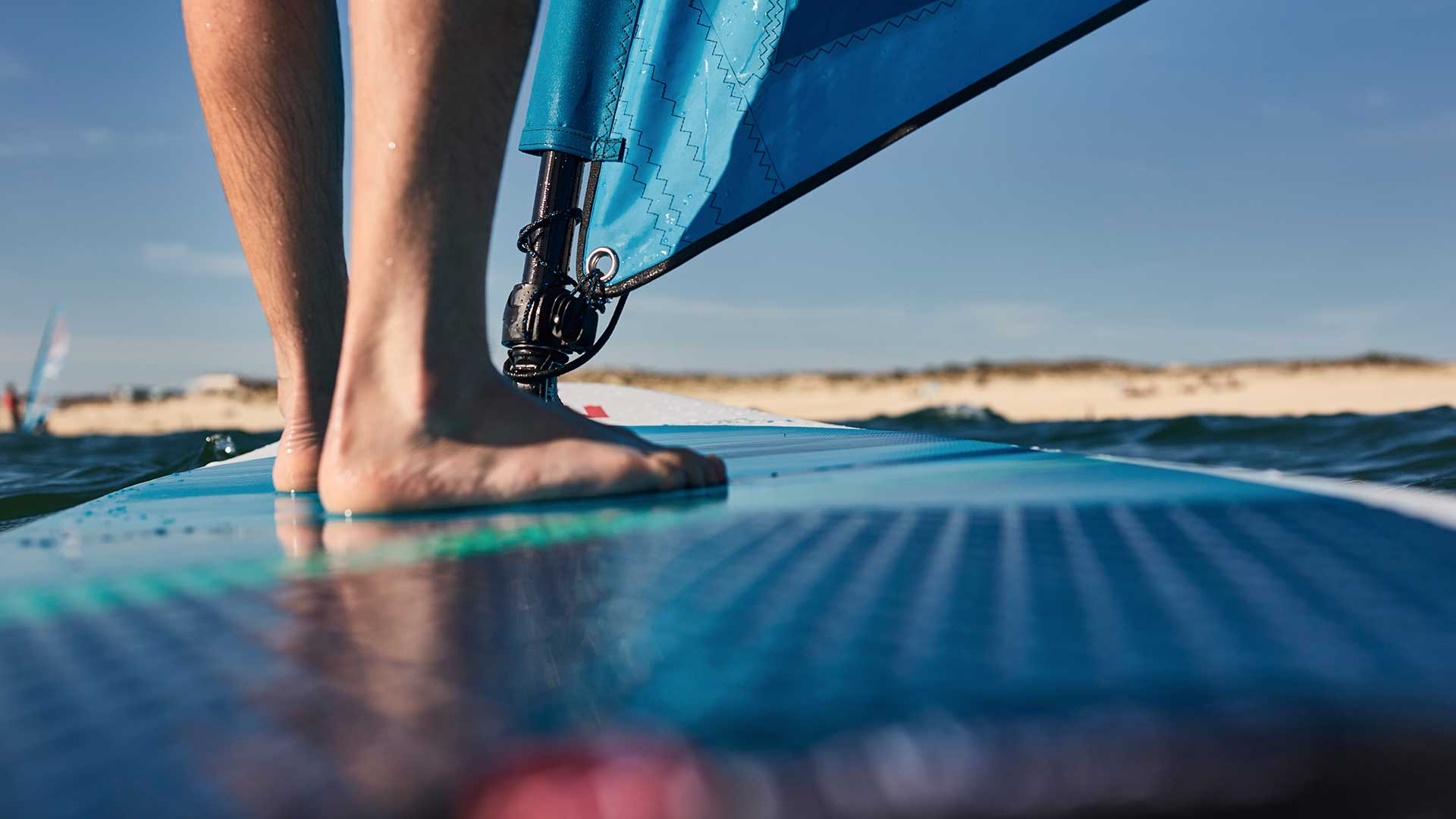 redpaddleco-107-wind-inflatable-paddle-board-desktop-gallery-deckpad
