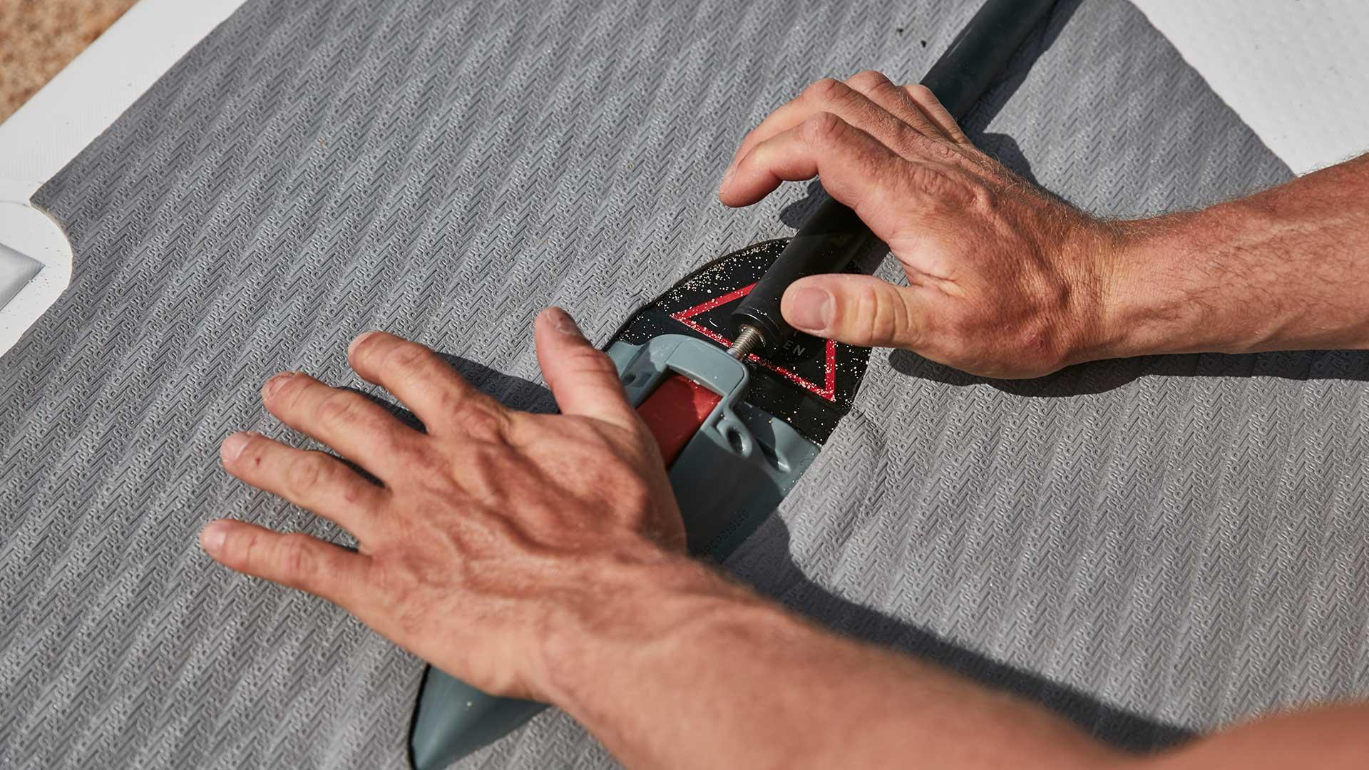 redpaddleco-140x27-elite-inflatable-paddle-board-desktop-gallery-valve