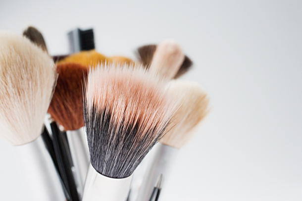 how to clean makeup brushes with coconut oil. if you love makeup, then know the pain of dirty brushes. they\u0027re stubborn to clean! and expensive, so taking care them is an essential. how clean makeup brushes with coconut oil