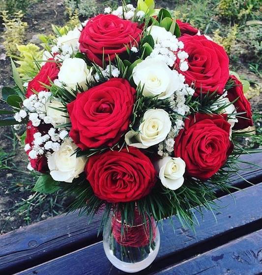 Klasičan bidermajer bele i crvene ruže 40eur