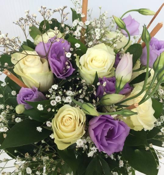 Bidermajer klasik bele ruže i ljubičasti lizijantusi 50eur