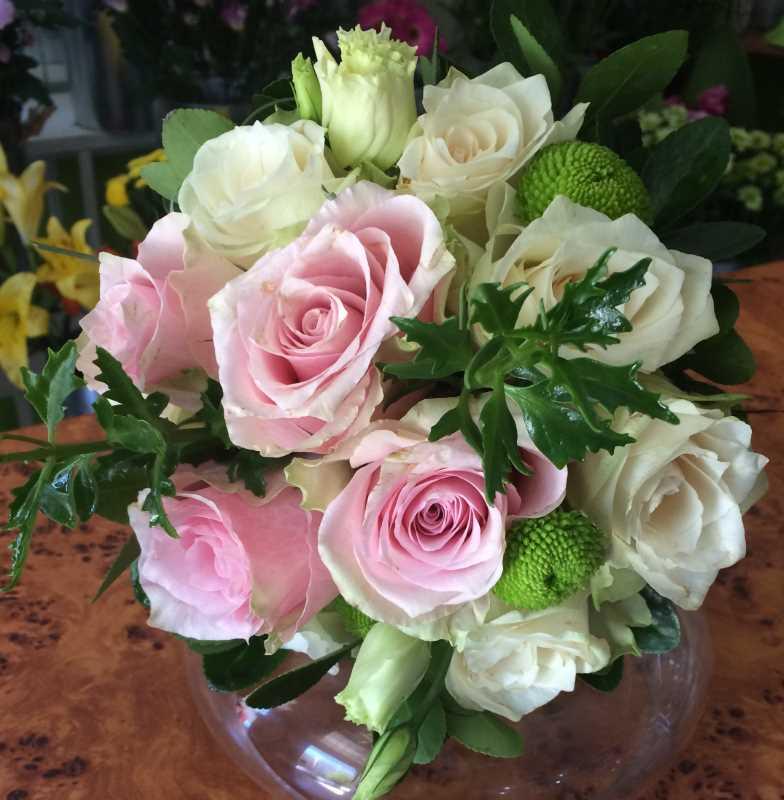 Bidermajer lopta od belih i roze ruža 70eur