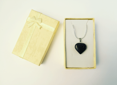 blue_goldstone_heart_pendant_by_inklingsofoblivion-dbbv1x1