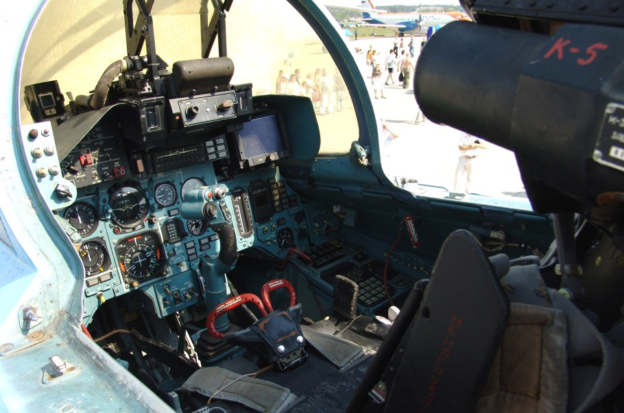Cockpit_of_Sukhoi_Su-33_(2)