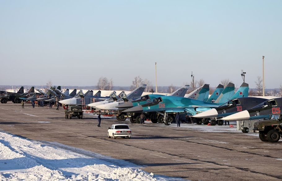 1200px-Military_aircraft,_Lipetsk_Air_Base