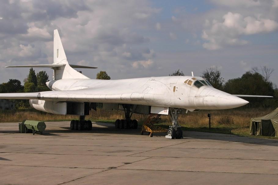 Tupolev_Tu-160,_Ukraine_-_Air_Force_AN1417898