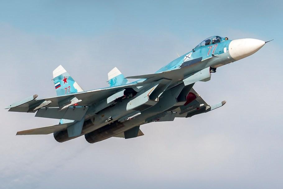 Sukhoi_Su-33_77_RED_(30268117476)