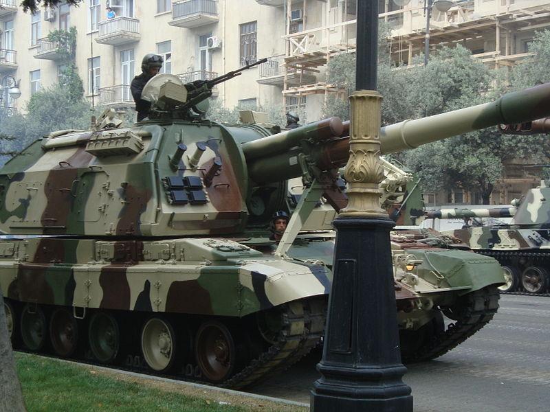 800px-Azeri_2S19,_parad_in_Baku,_2013