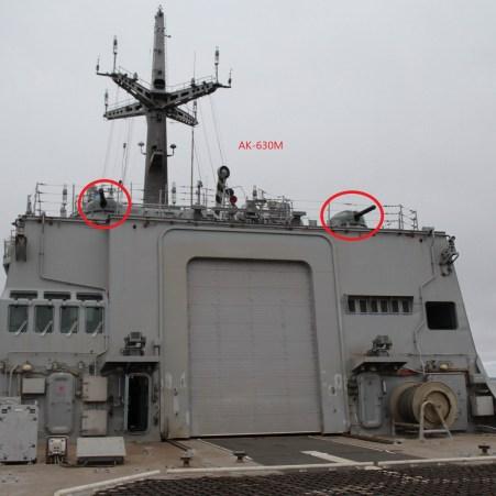 Vue sur les deux AK-630M implantés au-dessus du hangar. Image@Airbase.ru