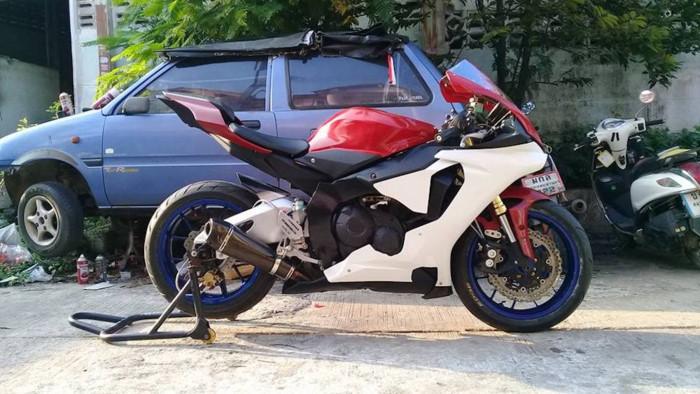 Modifikasi Yamaha R15 Disulap Menjadi R1