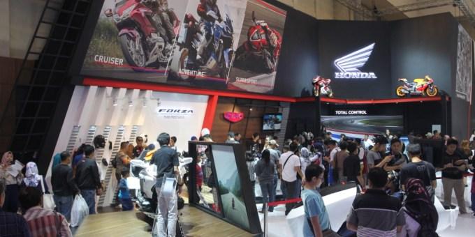 Diperkenalkan di GIIAS Honda Forza dan Super Cub 125 Berhasil Memikat Pengunjung