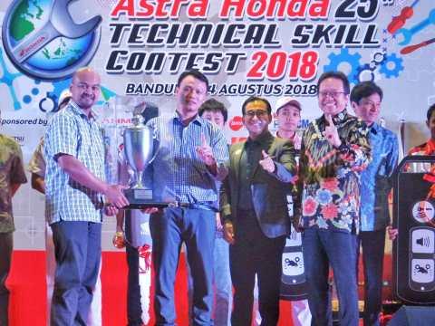 Service Advisor dan Teknisi AHASS Astra Motor Jateng Sabet Juara di AH-TSC 2018